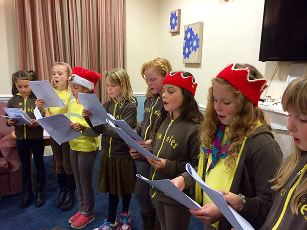 brownies singing (600w).jpg